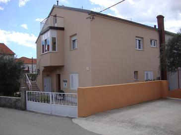 Seget Donji, Trogir, Property 11524 - Apartments with pebble beach.