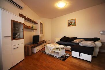 Podstrana, Wohnzimmer in folgender Unterkunftsart apartment, Klimaanlage vorhanden und WiFi.