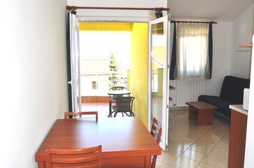 Selce, Jídelna v ubytování typu apartment, s klimatizací a WiFi.