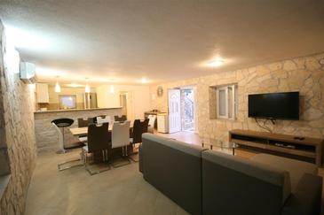 Veli Rat, Obývacia izba v ubytovacej jednotke house, domáci miláčikovia povolení a WiFi.