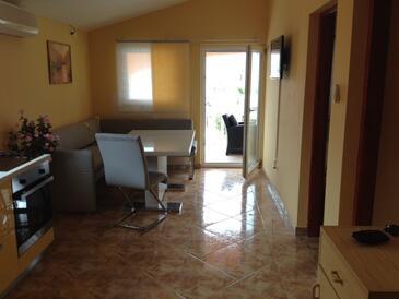 Vir, Obývacia izba v ubytovacej jednotke apartment, klimatizácia k dispozícii a domáci miláčikovia povolení.