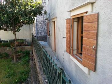 Kaštel Štafilić, Kaštela, Property 11539 - Apartments near sea with pebble beach.