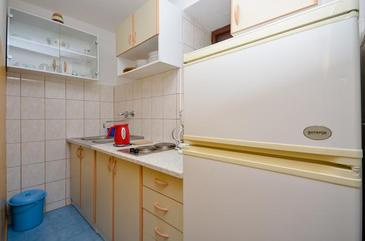 Brela, Kitchen in the apartment, dopusteni kucni ljubimci i WIFI.