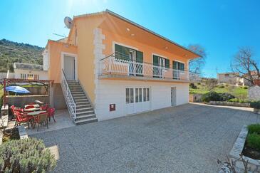 Marina, Trogir, Hébergement 11554 - Appartement avec une plage de galets.