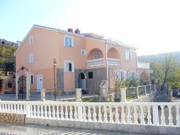 Klenovica, Novi Vinodolski, Objekt 11559 - Apartmaji s prodnato plažo.