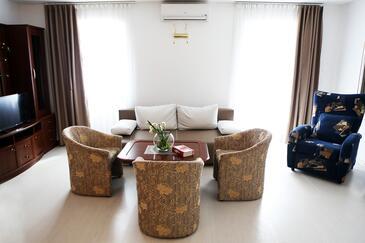 Bol, Living room in the apartment, dostupna klima, dopusteni kucni ljubimci i WIFI.