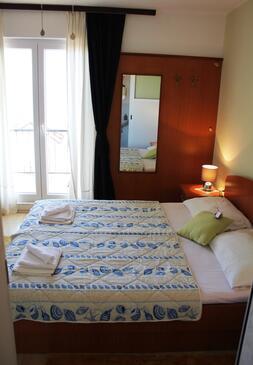 Podaca, Spavaća soba u smještaju tipa room, dostupna klima i WiFi.