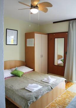 Podaca, Dormitor în unitate de cazare tip room, aer condiționat disponibil şi WiFi.