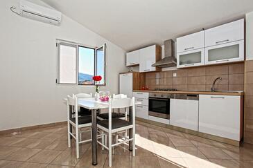 Kaštel Stari, Столовая в размещении типа apartment, доступный кондиционер и WiFi.