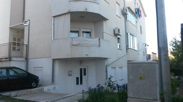 Kaštel Lukšić, Kaštela, Objekt 11573 - Ubytování s oblázkovou pláží.