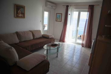 Suhi Potok, Living room in the apartment, air condition available and WiFi.