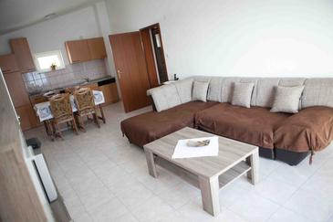 Suhi Potok, Obývacia izba v ubytovacej jednotke apartment, dostupna klima i WIFI.
