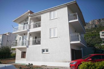 Suhi Potok, Omiš, Property 11574 - Apartments near sea with pebble beach.