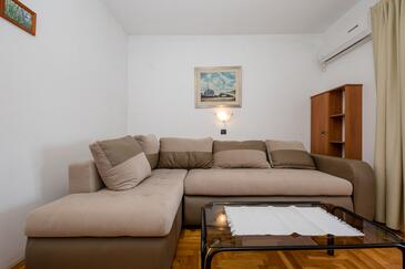 Supetarska Draga - Gornja, Living room in the apartment, air condition available, (pet friendly) and WiFi.