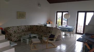 Klenovica, Obývací pokoj v ubytování typu house, dostupna klima i dopusteni kucni ljubimci.