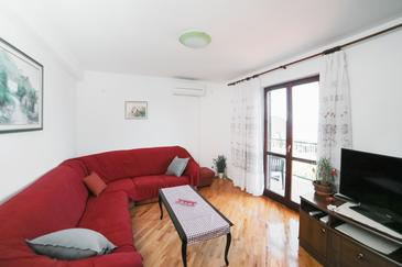 Podaca, Woonkamer in the apartment, air condition available en WiFi.