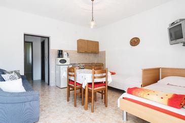 Marina, Dining room in the apartment, dostupna klima, dopusteni kucni ljubimci i WIFI.
