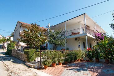 Marina, Trogir, Объект 1160 - Апартаменты вблизи моря с галечным пляжем.