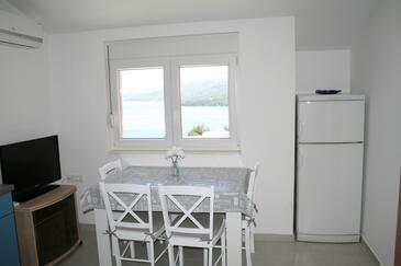 Marina, Jedáleň v ubytovacej jednotke apartment, klimatizácia k dispozícii, domáci miláčikovia povolení a WiFi.