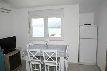 Marina, Dining room in the apartment, air condition available, (pet friendly) and WiFi.