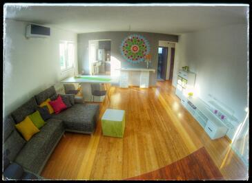 Šibenik, Living room in the apartment, dostupna klima, dopusteni kucni ljubimci i WIFI.