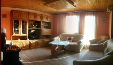 Štinjan, Living room in the apartment, air condition available and WiFi.