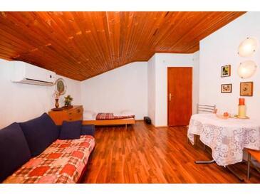Krk, Obývací pokoj v ubytování typu apartment, s klimatizací, domácí mazlíčci povoleni a WiFi.