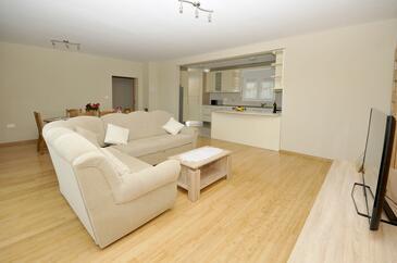 Plano, Living room in the apartment, dostupna klima i WIFI.