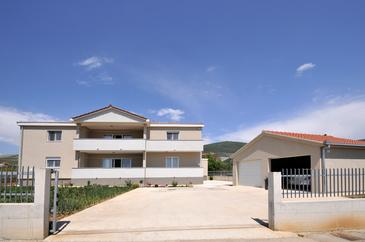 Plano, Trogir, Property 11649 - Apartments with sandy beach.
