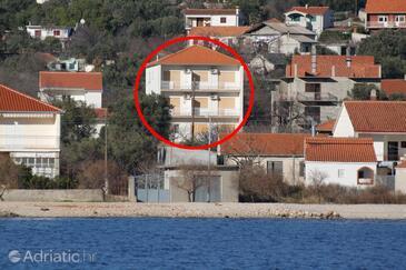 Vinišće, Trogir, Obiekt 1165 - Apartamenty ze żwirową plażą.