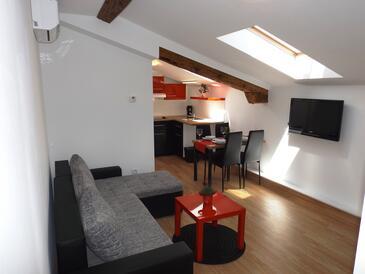 Mučići, Living room in the apartment, dostupna klima, dopusteni kucni ljubimci i WIFI.