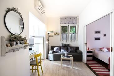 Komiža, Salon dans l'hébergement en type apartment, climatisation disponible, animaux acceptés et WiFi.