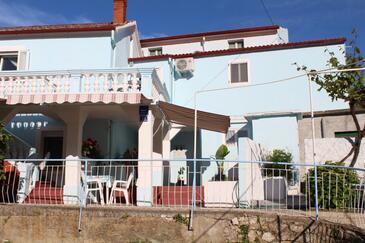 Lukoran, Ugljan, Objekt 11672 - Apartmaji v bližini morja s prodnato plažo.