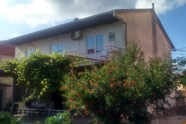 Jelsa, Hvar, Property 11676 - Apartments with pebble beach.