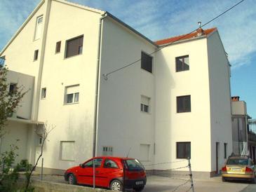 Kaštel Lukšić, Kaštela, Property 11677 - Apartments with pebble beach.