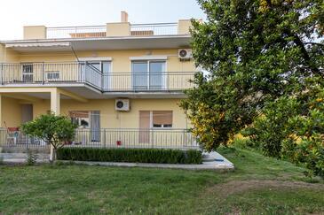 Kaštel Kambelovac, Kaštela, Объект 11678 - Апартаменты с галечным пляжем.