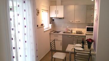 Trogir, Kitchen in the studio-apartment, WIFI.