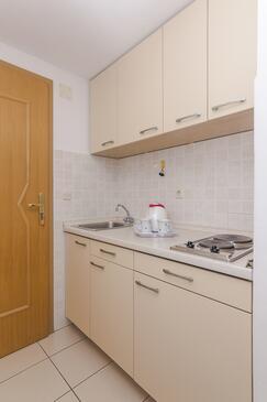 Brela, Kuchyně v ubytování typu studio-apartment, WiFi.
