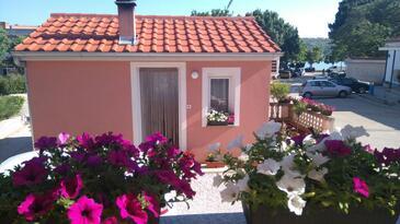Posedarje, Novigrad, Objekt 11689 - Apartmaji v bližini morja s prodnato plažo.