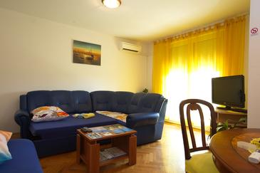 Split, Living room in the studio-apartment, dostupna klima i WIFI.