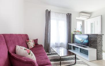 Podstrana, Living room in the apartment, dostupna klima, dopusteni kucni ljubimci i WIFI.