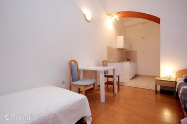 Vis, Jídelna v ubytování typu studio-apartment, WiFi.