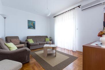 Novi Vinodolski, Wohnzimmer in folgender Unterkunftsart apartment, Klimaanlage vorhanden und WiFi.