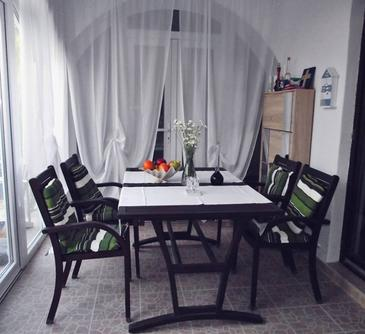 Uvala Makarac, Dining room in the apartment, dopusteni kucni ljubimci i WIFI.