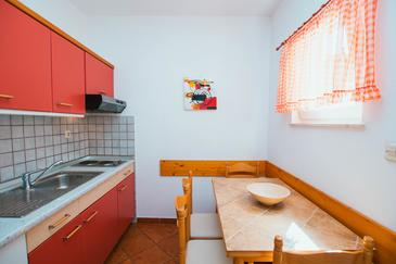 Mastrinka, Kitchen in the apartment, (pet friendly) and WiFi.