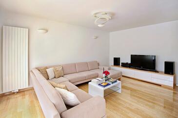 Lozovac, Obývací pokoj v ubytování typu house, dostupna klima i WIFI.