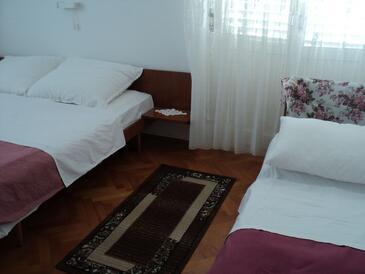 Banjol, Ložnice v ubytování typu room, WiFi.