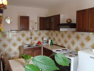 Slatine, Kitchen in the studio-apartment, dopusteni kucni ljubimci i WIFI.