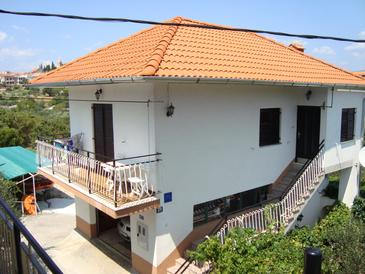Slatine, Čiovo, Property 11730 - Apartments with pebble beach.
