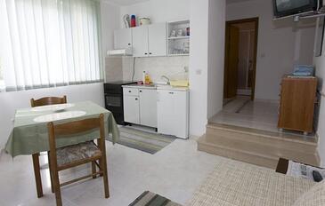 Brela, Dining room in the apartment, dostupna klima, dopusteni kucni ljubimci i WIFI.
